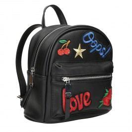 Černý batoh s nášivkami