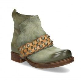 Kožená kotníčková obuv s masivní podešví